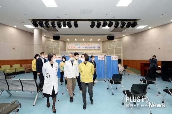 """은수미 시장, 백신 접종 현장 점검 """"빈틈없이 준비하겠다"""""""